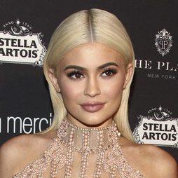 Kylie se cambia de look y lo cuenta en Snapchat