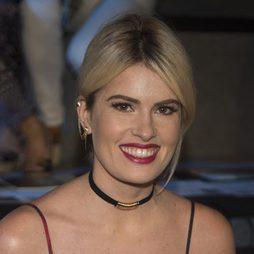 Adriana Abenia deslumbra de rojo en Madrid Fashion Week