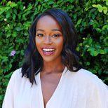 Aja Naomi King luce unos labios efecto vinilo en Beverly Hills