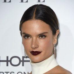 Alessandra Ambrosio deslumbra con los labios efecto vinilo