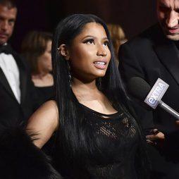 La larga melena lisa de Nicki Minaj en una fiesta en Nueva York