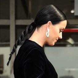 Katy Perry luce una trenza de cuerda