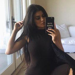 Kylie Jenner abandona el rubio platino después de dos meses