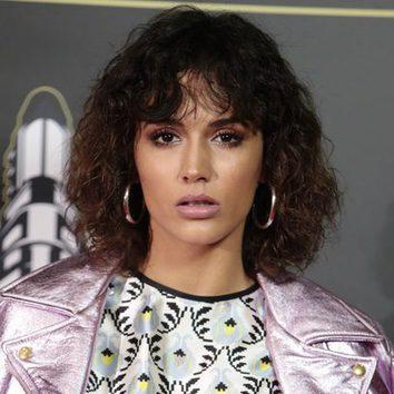 Michelle Calvó opta por un look ochentero