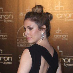 Blanca Suárez recoge su cabello en dos moños