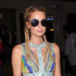 Paris Hilton opta por un look veraniego en pleno invierno