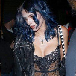 Bella Thorne vuelve a cambiar de look y se decide por el azul eléctrico