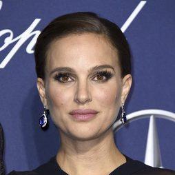 Natalie Portman luce un look de lo más anticuado