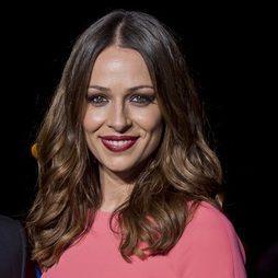 Eva González con los ojos ahumados y labios rouge