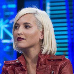 Ana Fernández luce su melena en rubio platino