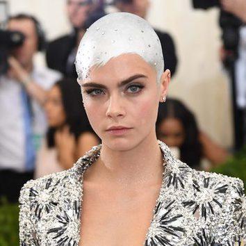 Cara Delevingne sorprende con el pelo rapado