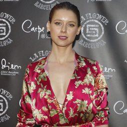 Manuela Vellés opta por un recogido pulido