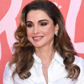 Rania de Jordania apuesta por la melena rizada