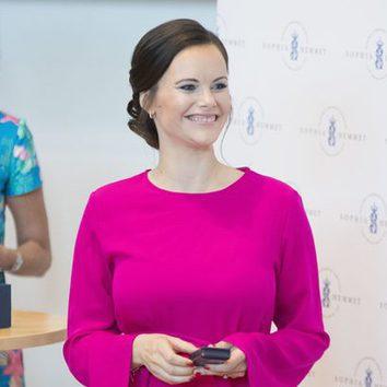 Sofia Hellqvist opta por recoger su pelo un moño bajo