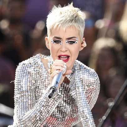 Katy Perry sigue la tendencia de los strass en los ojos