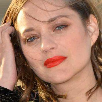 Marion Cotillard destaca sus labios con el rojo