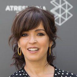 Verónica Sánchez con flequillo abierto