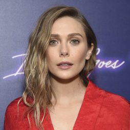 Elizabeth Olsen muy favorecida con tonos nude