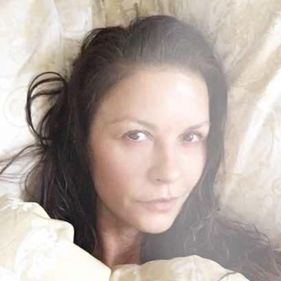 Catherine Zeta Jones se atreve a posar sin maquillaje