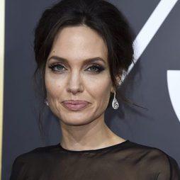 Las mega pestañas de Angelina Jolie