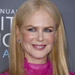 Nicole Kidman no abandona el colorete