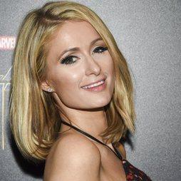 Las mega pestañas de Paris Hilton