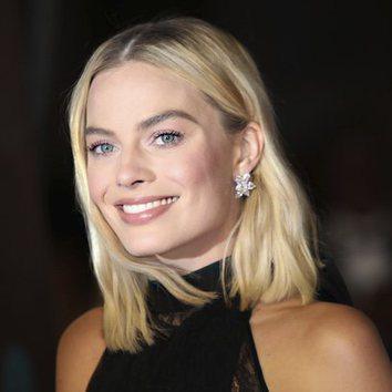 Margot Robbie acierta con un maquillaje natural