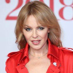 Kylie Minogue apuesta por la purpurina en los ojos