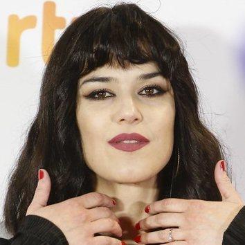 Sara Vega debe pasar por peluquería