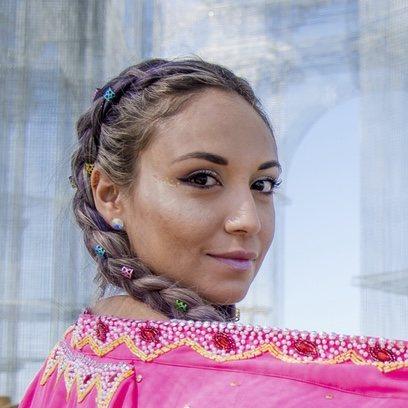 Karla Valenzuela con un peinado de cuento