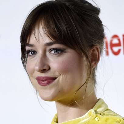 Dakota Johnson con un look romántico