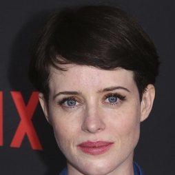 Claire Foy con una melena corta
