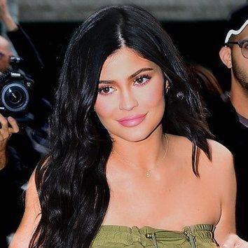 Kylie Jenner sorprende con un sencillo maquillaje