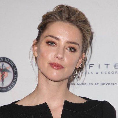 Amber Heard con un elegante recogido en la gala SAMS