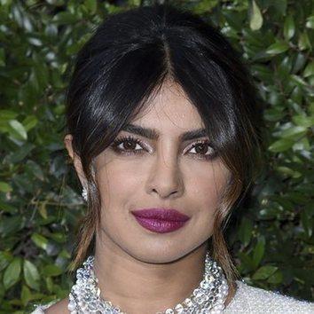 Priyanka Chopra con un beauty look en tonos rosas
