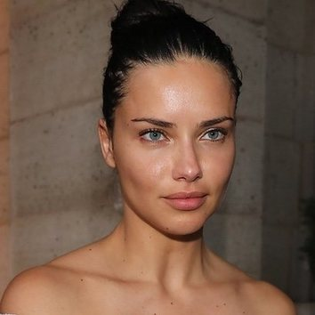Adriana Lima no necesita maquillaje