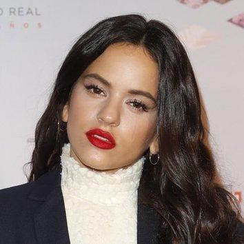 Rosalía con un make up glamuroso