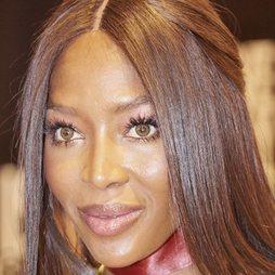 Naomi Campbell deslumbra con su maquillaje