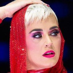 Las sombras fucsias de Katy Perry