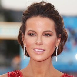 Kate Beckinsale eclipsa en la alfombra roja