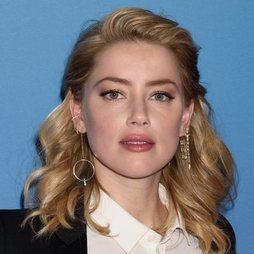 Amber Heard, perfecta en un acto solidario
