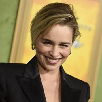 Emilia Clarke luce nuevo corte de pelo