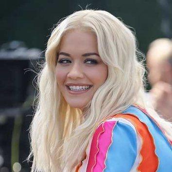 La melena ondulada de Rita Ora