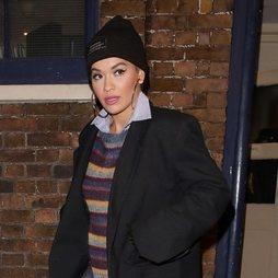 Rita Ora y su gorro socorrido