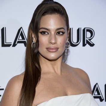 El semi recogido de Ashley Graham