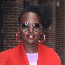 Las divertidas gafas de Lupita Nyong'o