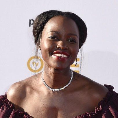 Lupita Nyongo y un fabuloso peinado