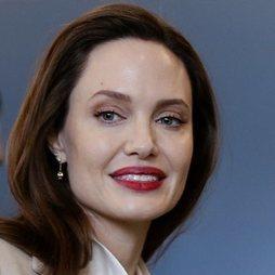 Angelina Jolie siempre elegante