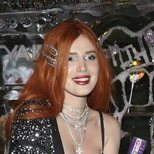 Bella Thorne no escatima en brillos