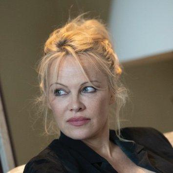 El look más natural y desenfadado de Pamela Anderson